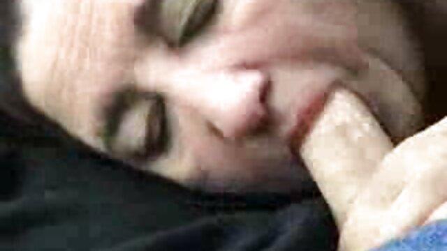 Felnőtt nincs regisztráció  Izom, amely nem borotválkozik, két gyönyörű nő van egy szõrös punci szűk lyukban