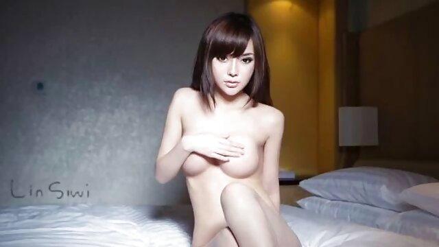 Felnőtt nincs regisztráció  Pornó otthon: tegyen egy kerek szőrős pinák baszása segget egy lány farkára