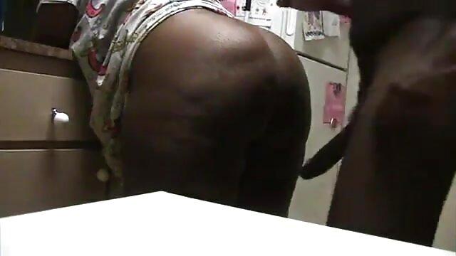 Felnőtt nincs regisztráció  Szenvedély szex, fekete szőrös pina Nagy Cicik, a konyhában