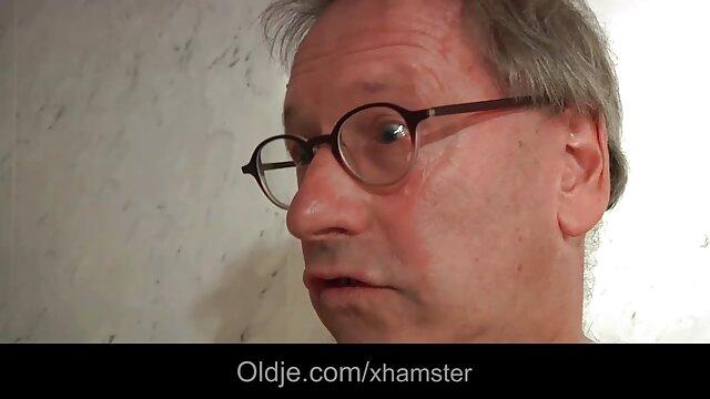 Felnőtt nincs regisztráció  Orosz nagy szőrös pinák a fürdőszobában