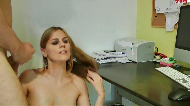 Felnőtt nincs regisztráció  Meztelen lány szép szőrös pina egy játék, simogatta csikló a kamera
