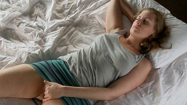 Felnőtt nincs regisztráció  Szőke szépség punci után egy szörös punci sex szopást