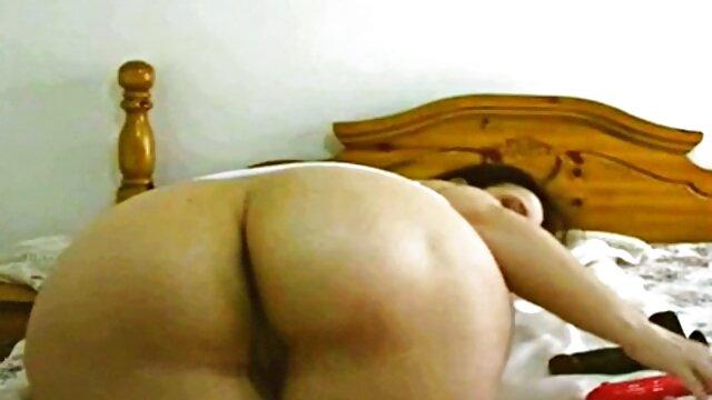 Felnőtt nincs regisztráció  Az ágyban öreg szőrös pina szex